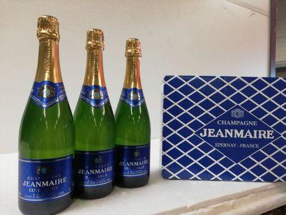 3 bouteilles de Champagne Cuvée Grand Brut....