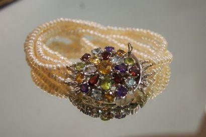 Bracelet 5 rangs de perles de culture, fermoir...