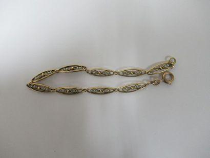 Bracelet en or jaune 18 ct orné de perles...