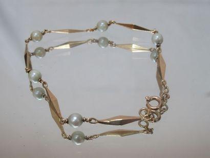 Bracelet en or jaune 18K, ponctué de perles...