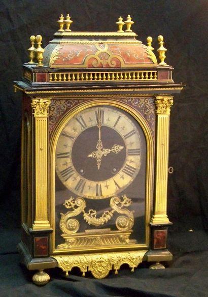 """Pendule religieuse en marqueterie Boulle XVIIIe siècle Mécanisme signé """"Thuret à..."""