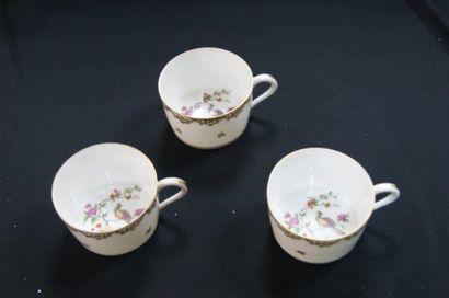 LIMOGES Ensemble de 3 tasses en porcelaine...