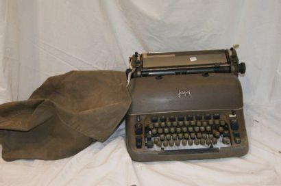 JAPY Machine à écrire en métal laqué vert....