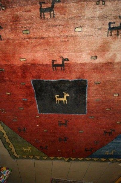 Tapis tibétain en laine, à décor d'animaux...
