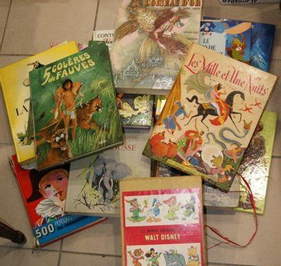 Lot de livres pour enfants dont Contes, Fables...