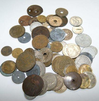 MONDE Lot de pièces de monnaie.