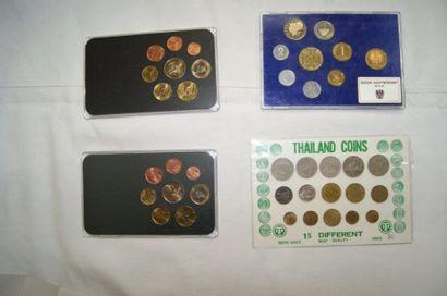 Ensemble de 4 pochettes de pièces dont Thaïlande,...
