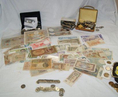 Fort lot de monnaie France et Monde.