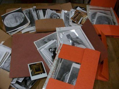 Fort lot de photographies de tableaux.