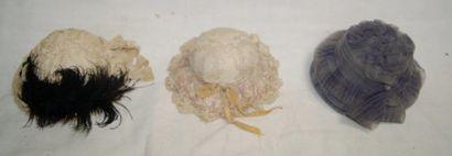 Lot de 3 chapeaux anciens de poupée dont...