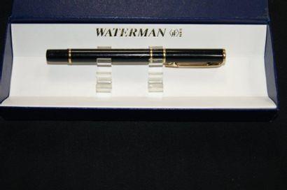 WATERMAN Stylo plume laqué noir. (traces...