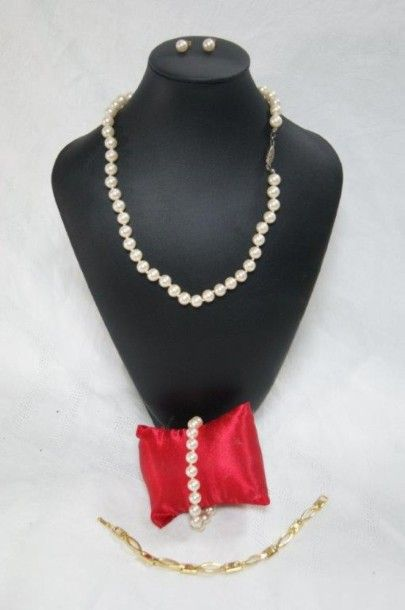 Parure en perles fantaisie, comprenant un...