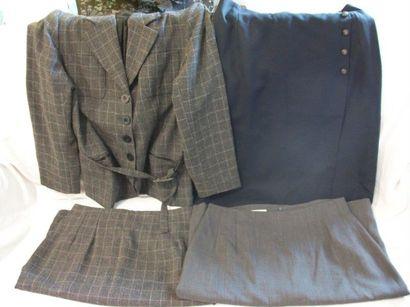 123 Lot de vêtements pour femme, comprenant...