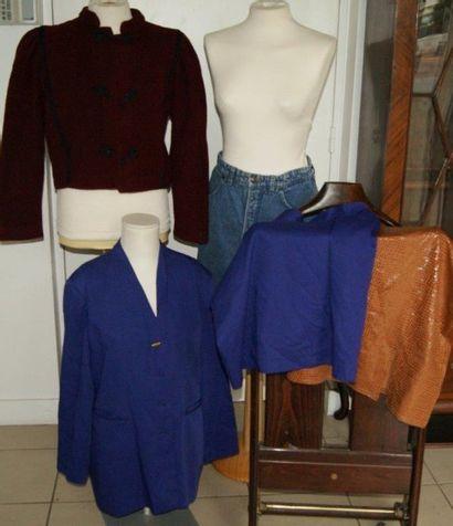 Lot de vêtement pour femme : veste en laine...