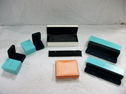 Lot de boîtes : 1 Hermes, 4 Tiffany (avec...