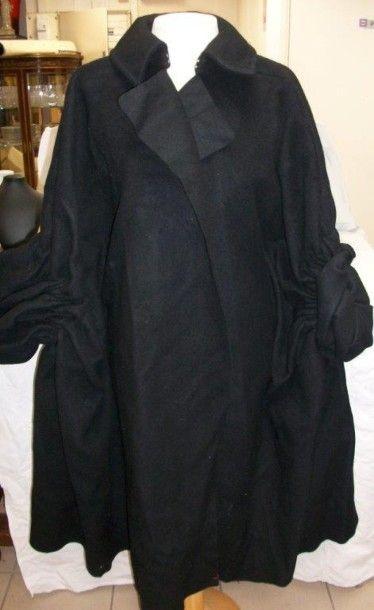 COMME DES GARCONS Manteau capeline en laine...