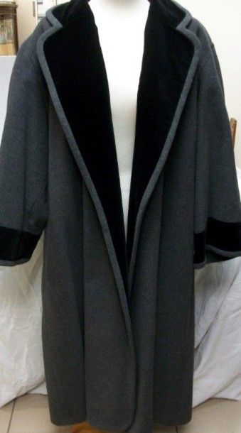 KENZO Manteau en laine et velours gris. Taille...