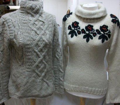 KENZO Lot de deux pulls en laine. Taille...