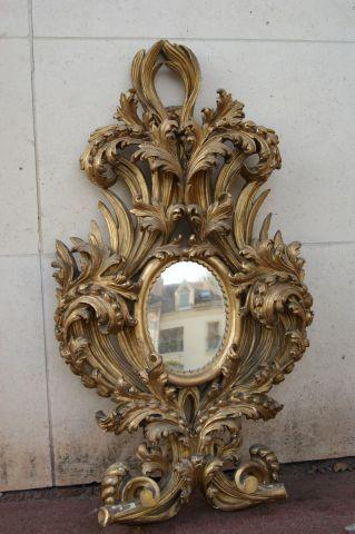 ITALIE Important miroir en bois sculpté et...