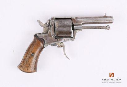 Revolver calibre .32, canon octogonal, guidon...