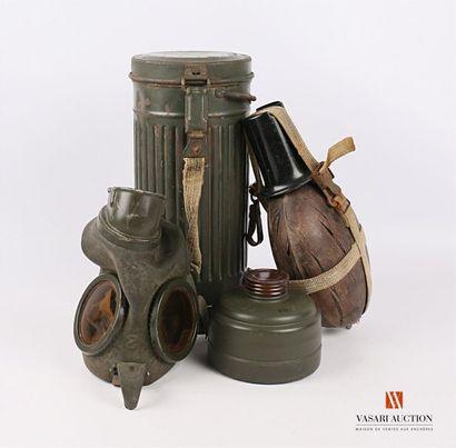 Masque à gaz allemand modèle 1938, dans son...