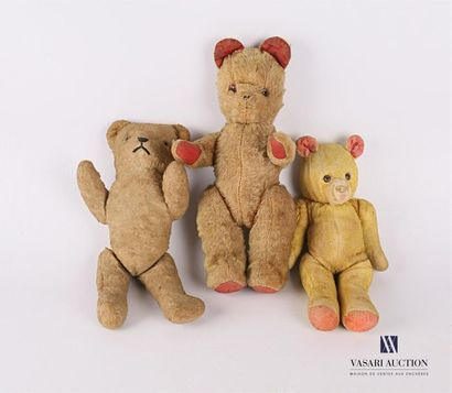 Trois oursons en peluche Début XXème siècle...
