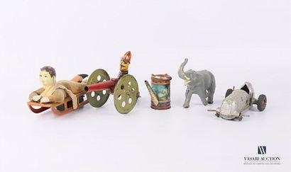 Lot de jouets comprenant un lugeur en tôle...