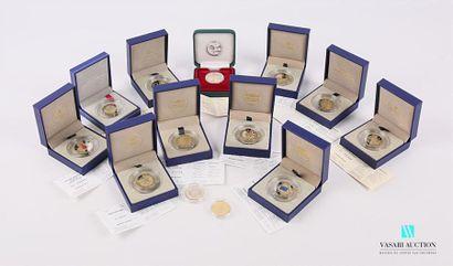 MONNAIE DE PARIS Lot de treize pièces commémoratives...