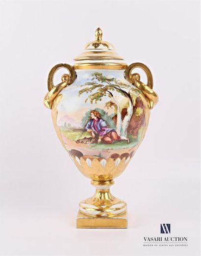 Vase couvert en porcelaine de forme balustre...