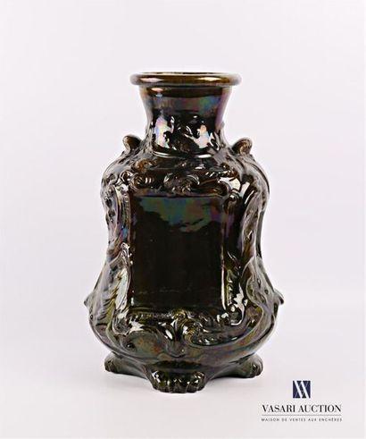 Vase en faïence de couleur verte irisée,...