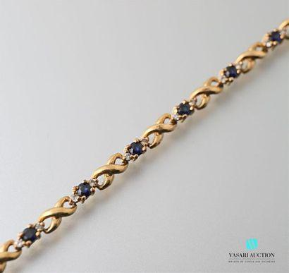 Bracelet en métal doré orné de pierres f...