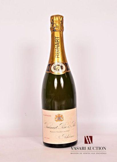 1 bouteilleChampagne RUINART Père & FilsBrut1966 Et. à peine tachée. N : léger...