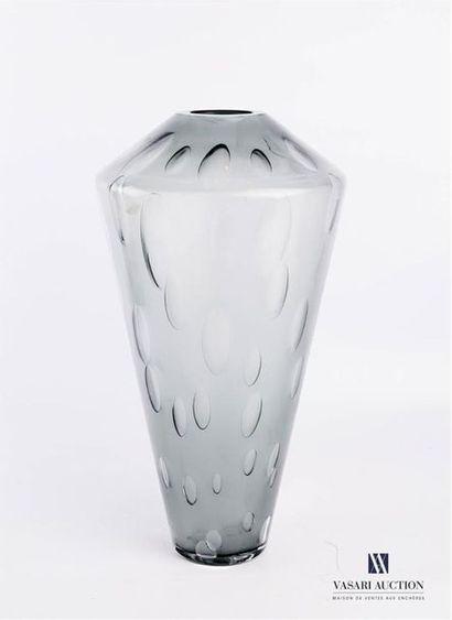 SALVIATI (VENISE) Vase de forme conique orné...