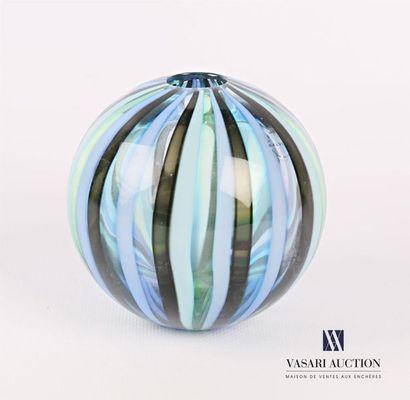 SALVIATI Vase en verre de forme sphérique...