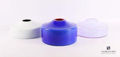 SALVIATI (VENISE) Trois vases bleu, blanc...