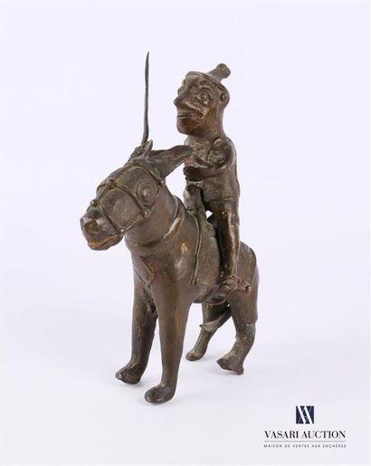 BAMOUN - CAMEROUN Guerrier en bronze sur...
