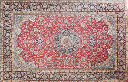 ISPAHAN - NADJAF-ABAD  Tapis en laine à décor...