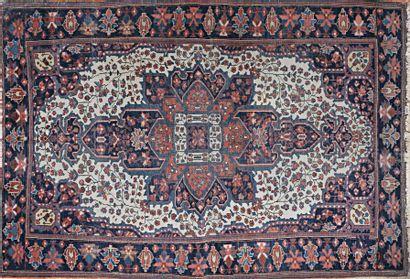 IRAN - Sarouk  Tapis en laine à décor à décor...