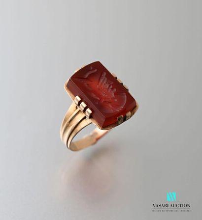 Bague en or 750 millièmes : anneau à cannelure...