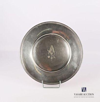 Plat de forme ronde en métal argenté, le...
