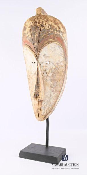 FANG - GABON Masque en bois sculpté et patiné...