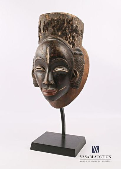 PUNU - GABON Masque noir en bois sculpté...