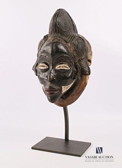 PUNU - GABON Masque noir en bois polychrome...