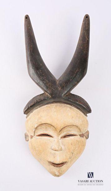 PUNU - GABON Masque en bois sculpté patiné...