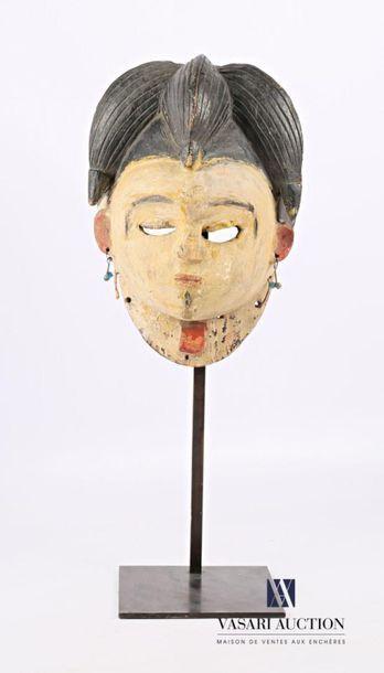PUNU - GABON Masque féminin en bois sculpté...