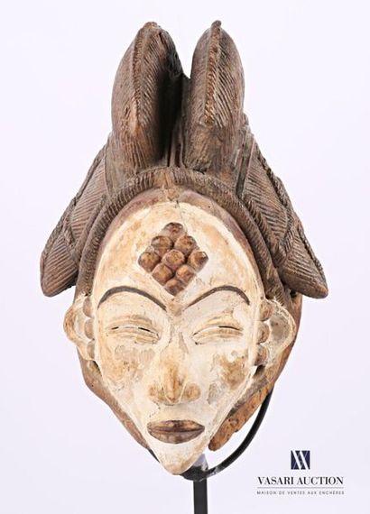 PUNU - GABON et REPUBLIQUE DU CONGO Masque de visage Moukudji en bois patiné d'argile...