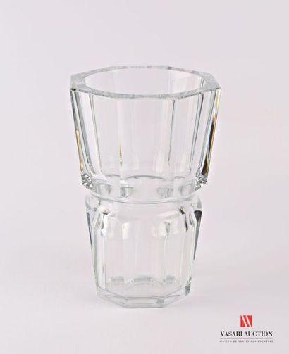 BACCARAT Vase modèle Edith, en cristal de...