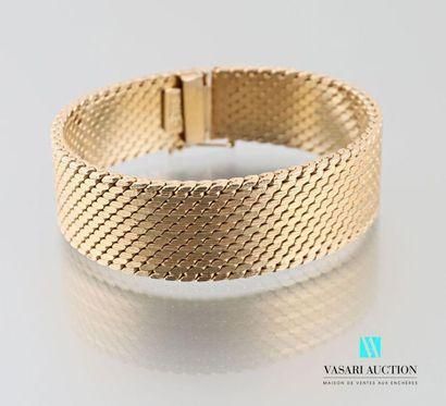 Bracelet ruban en métal doré à mailles plates,...