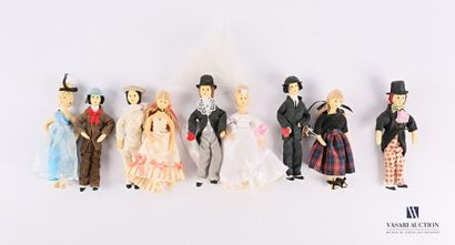 Lot de neuf figurines en mousse des Amoureux...