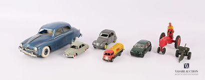Lot comprenant sept véhicules miniatures...